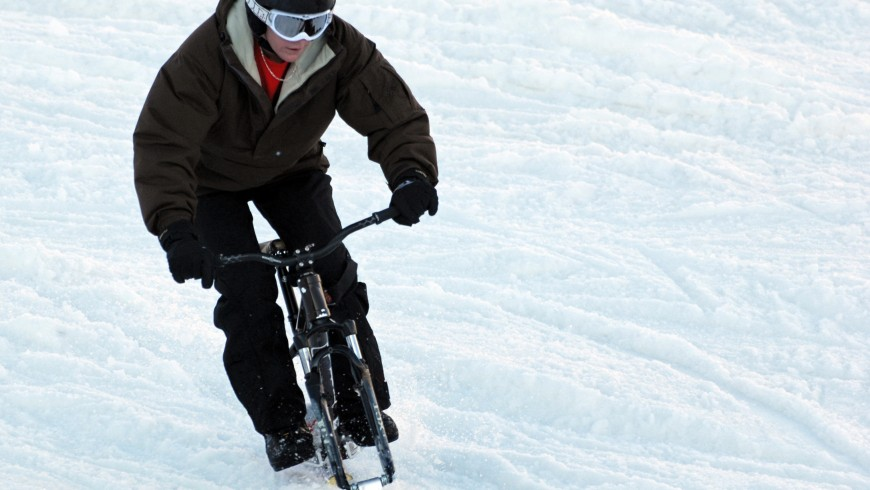 Snow bike con pattini