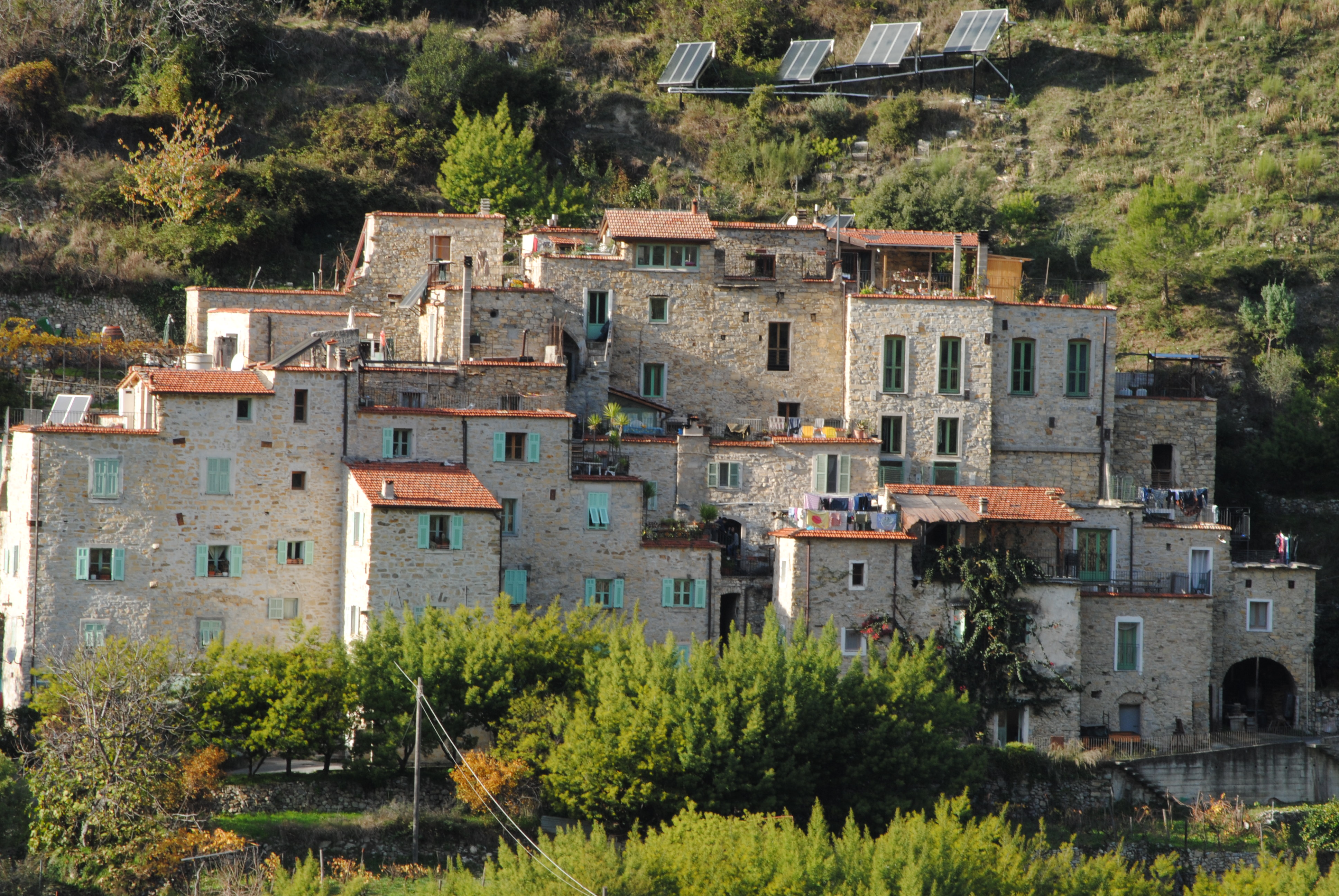Torri Superiore, Ecovillaggio in Liguria