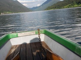 on a boat on Lake Weissenseen barca sul lago di Weissensee