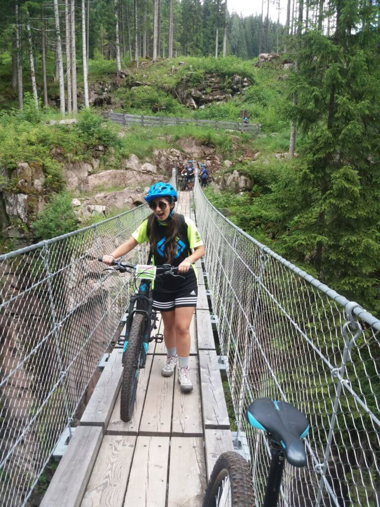 e-bike tour ponte tibetano