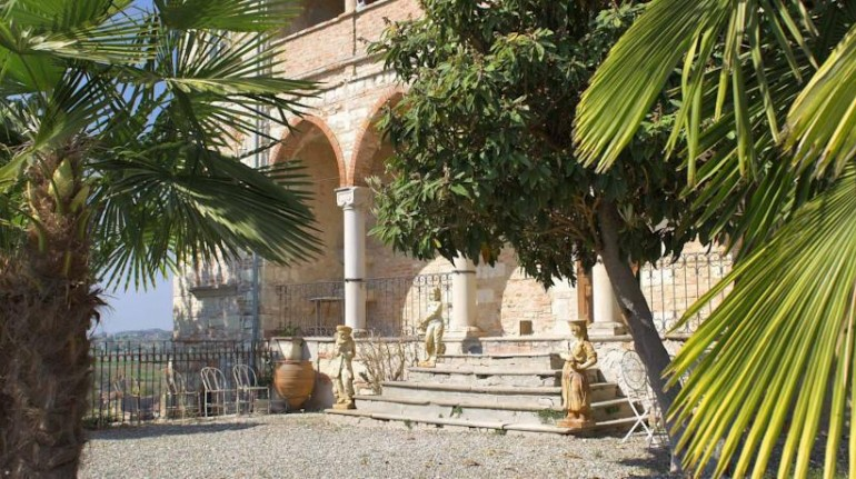 Castle of Frasinello, one of the castles of Italy where you can sleep for a dreamy holiday