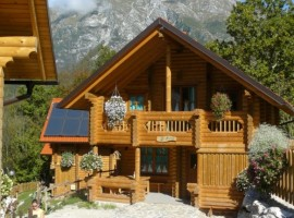 Chalet with photovoltaic panels