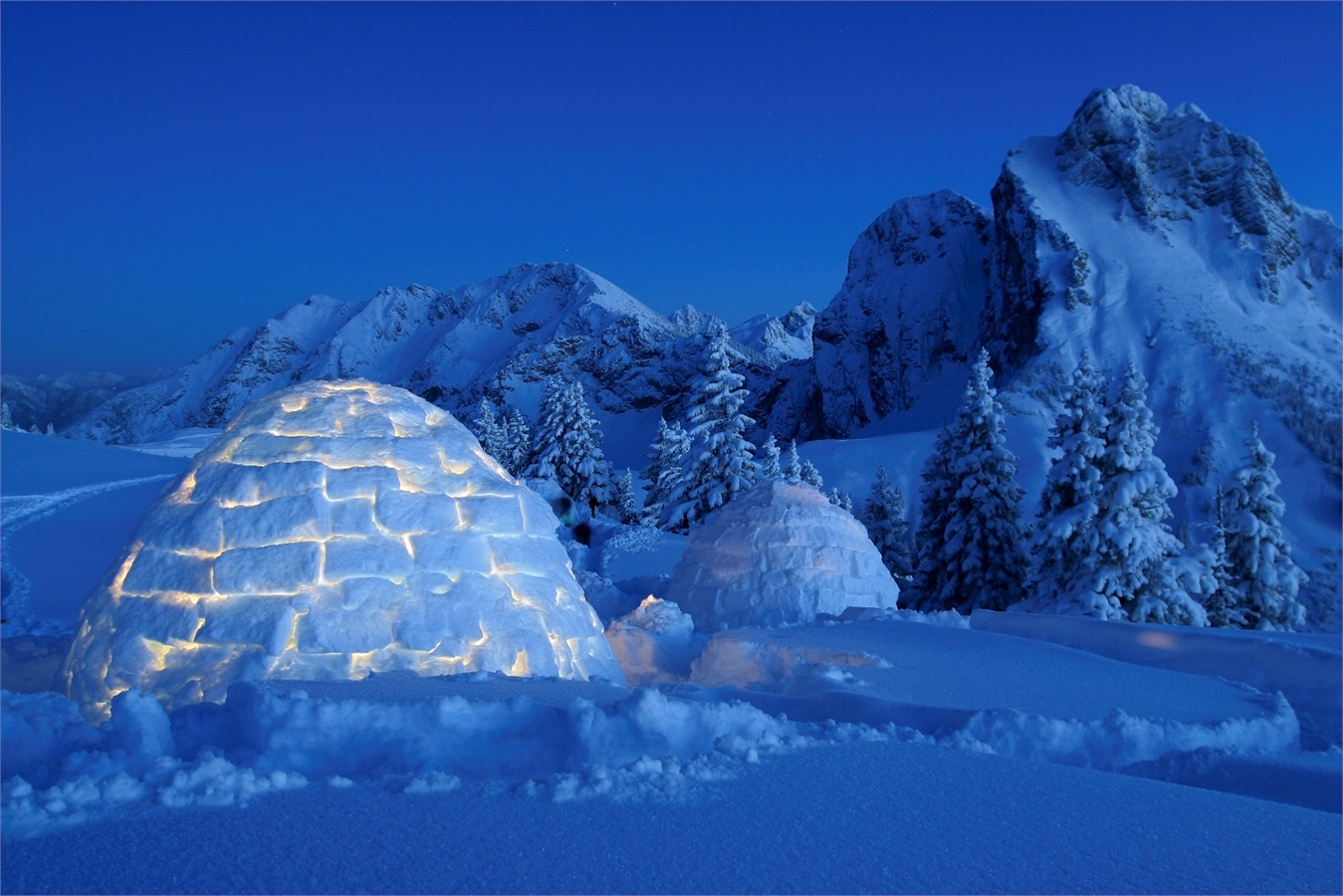 top 16 europe 39 s most beautiful igloo ecobnb. Black Bedroom Furniture Sets. Home Design Ideas
