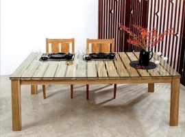 Table made of pallets and glass