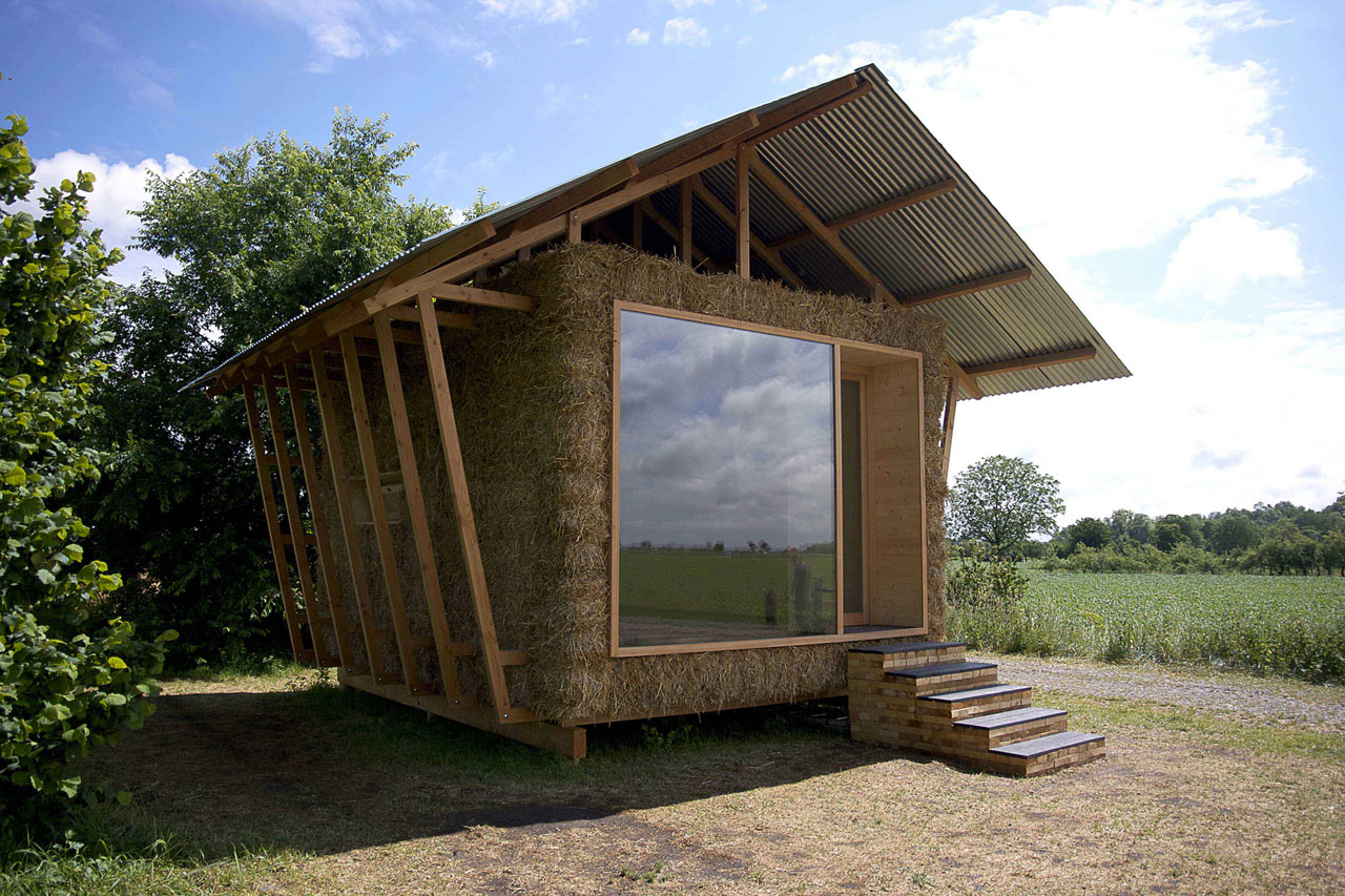 High Quality Eco Friendly House With Walls In Packed Straw