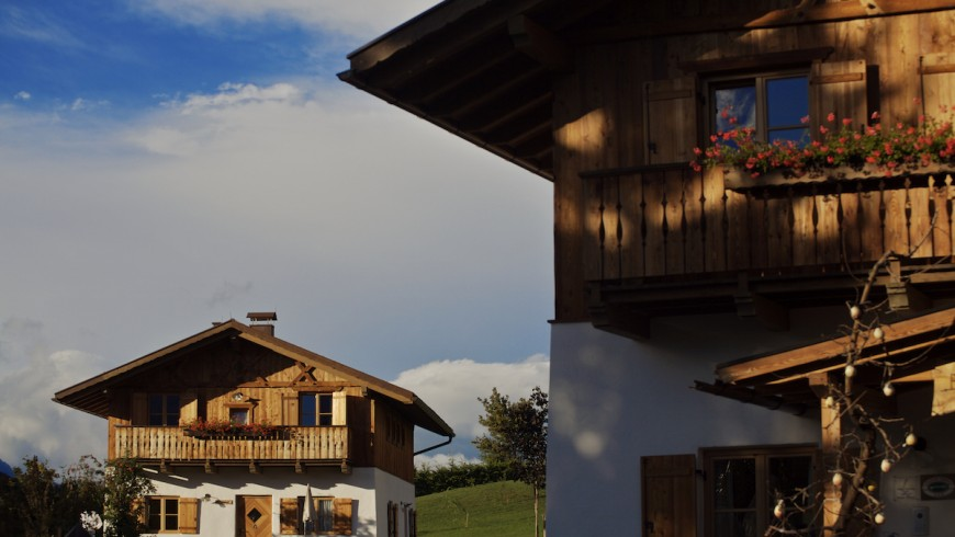 Have you ever slept in a typical cabin in Trentino? It is the unusual and eco-sustainable offer of the Pineta Hotels in Tavon, unusual accommodations