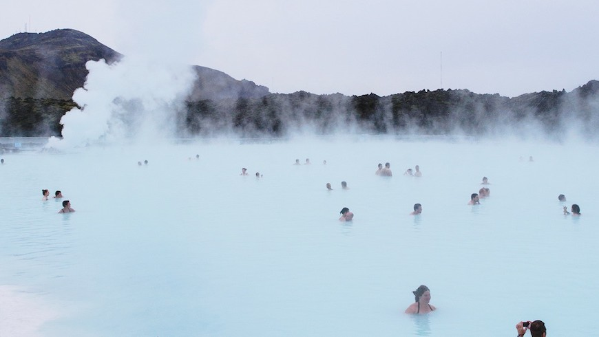 A thermal bath: an idea to experience water and find happiness