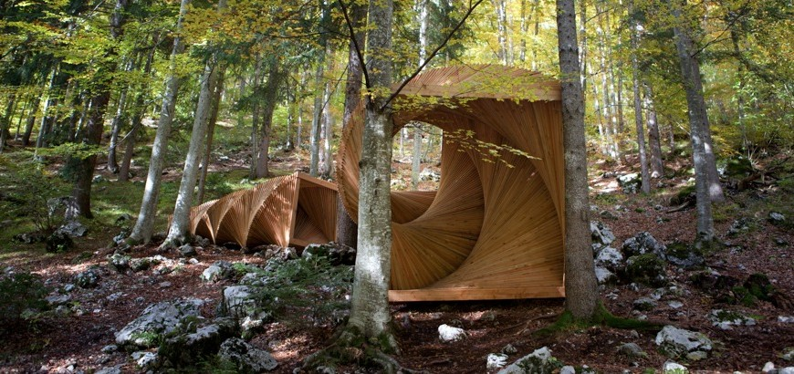 A path in nature dotted with artworks in Trentino