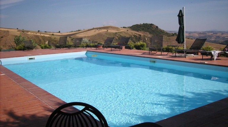 An organic farm surrounded by 9 hectares of vineyards and olive groves, in the heart of Madonie Park, Sicily