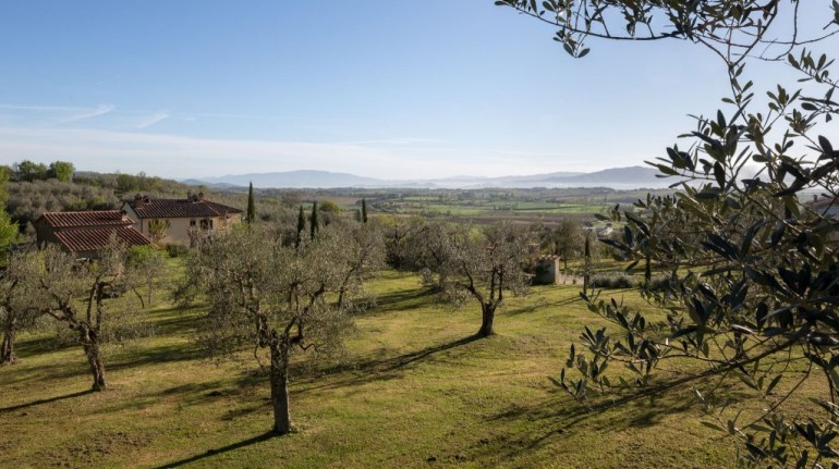 Picnic in the Tuscan hills between Siena and Arezzo