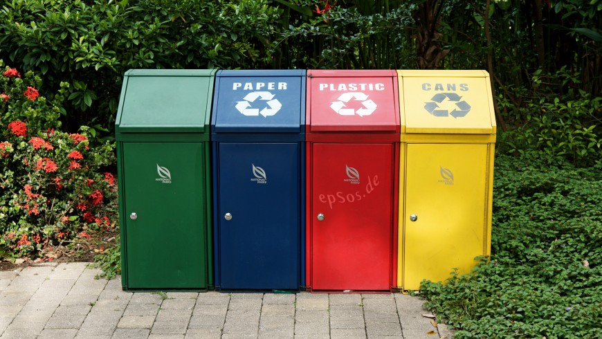Trash_Recycling_with_Disposal_Containers