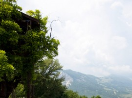 An eco-friendly tree house in Abruzzo