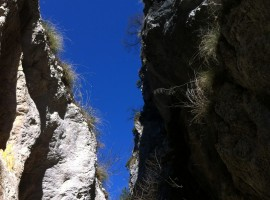 A glimpse of the blue sky from Celano's ravines, photo by Wikimedia Commons