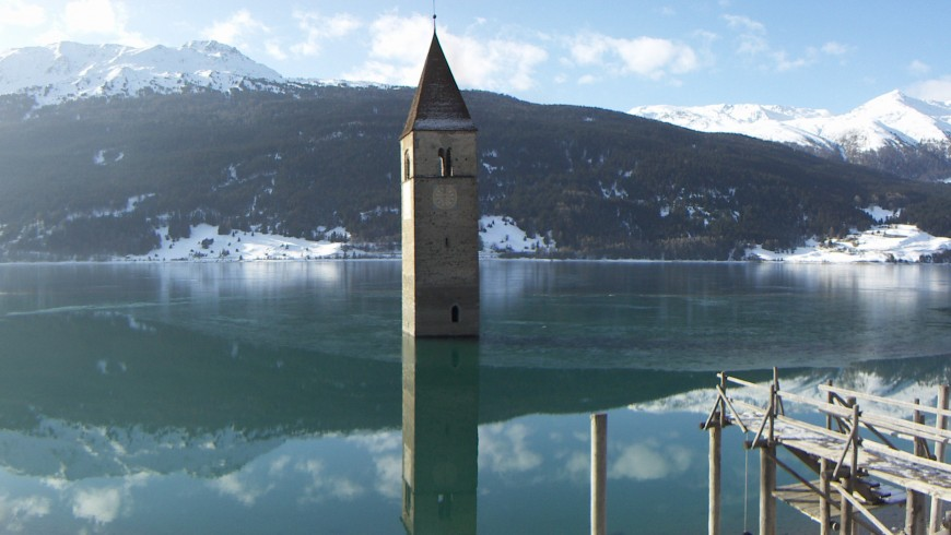 Lake Resia surrounded by peace, hidden wonders, photo by Wikimedia Commons