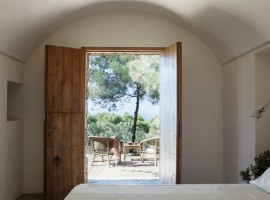 Bedroom, tenuta Borgia, old villages