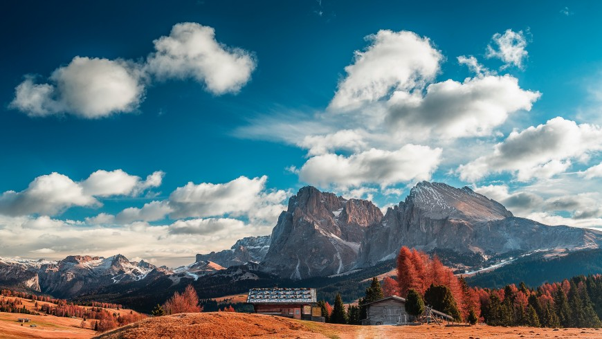 South Tyrol, green vacation, photo by Nicolò di Giovanni via Unsplash