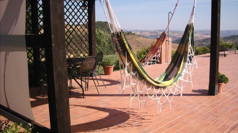 Green weekend in Sicily, among the vineyards