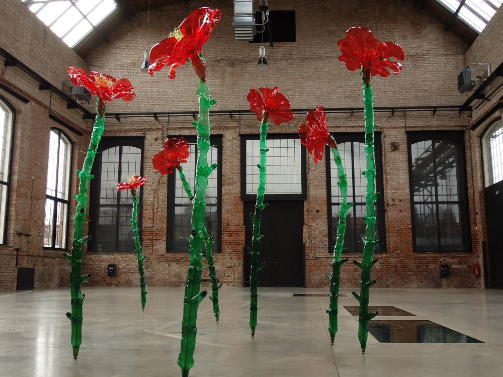Veronika Richterová, Seven Roses, with recycled plastic bottles