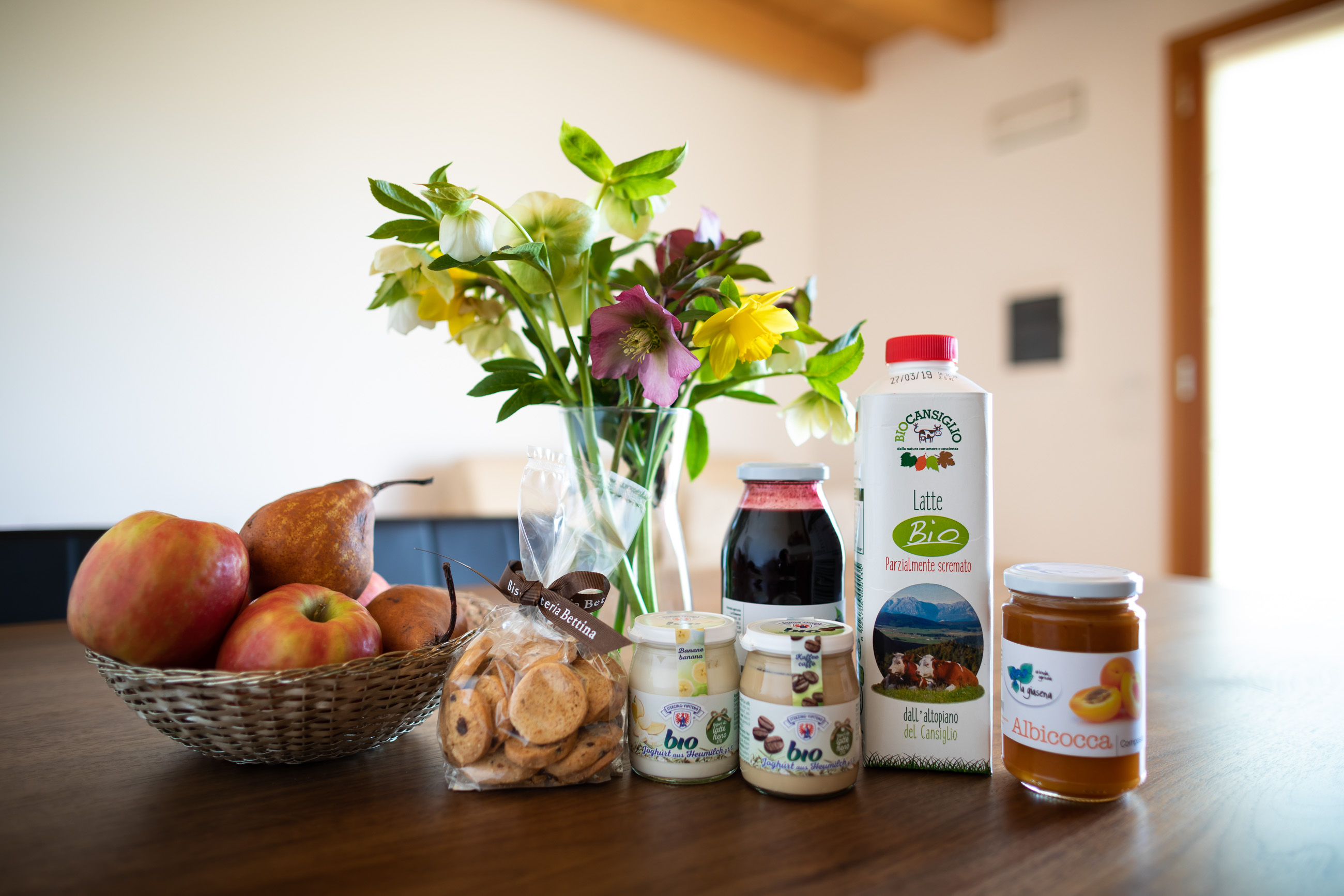 Local products at the eco-friendly house Casa Fiorindo: Artisanl Biscuit, compote, organic milk, fruits