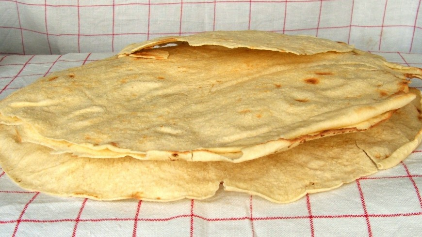 The typical Sardinian carasau bread, made in the Central part of the island too, photo Wikimedia