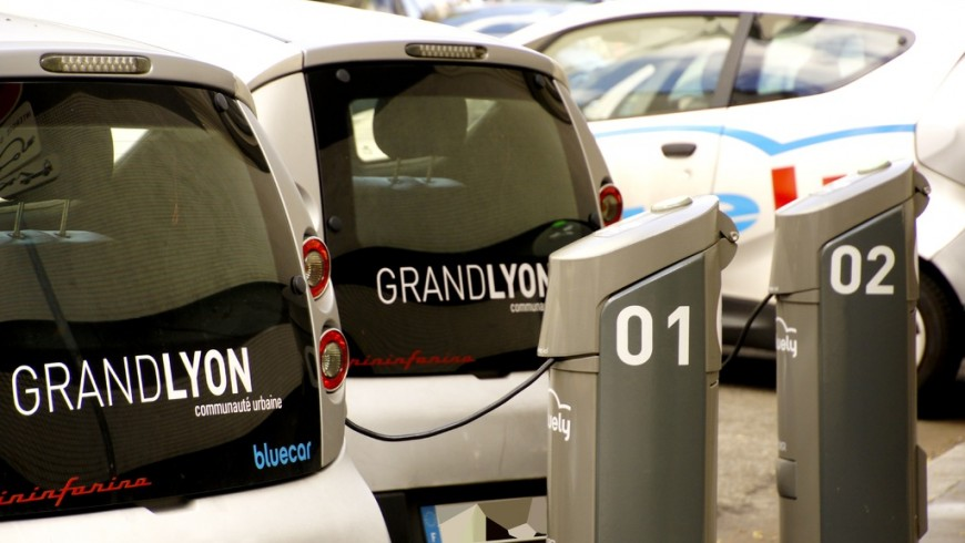 Interoperability of charging stations for electric vehicles