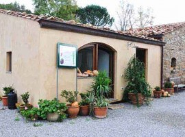 taste the typical manna in this farmhouse