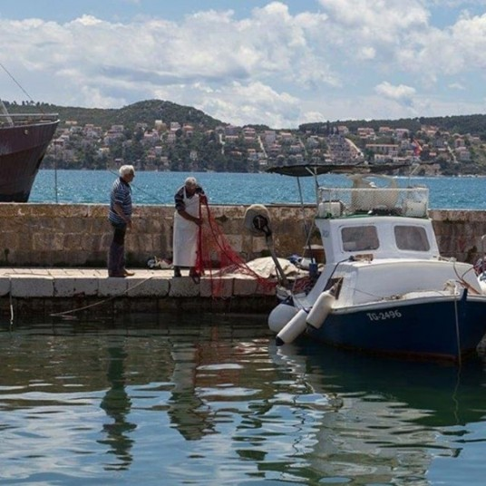 Vineyard eco villa Dalmatia - local fisherman